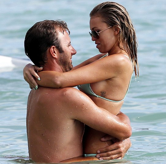 paulina-gretzky-dustin-johnson-swimming-hawaii